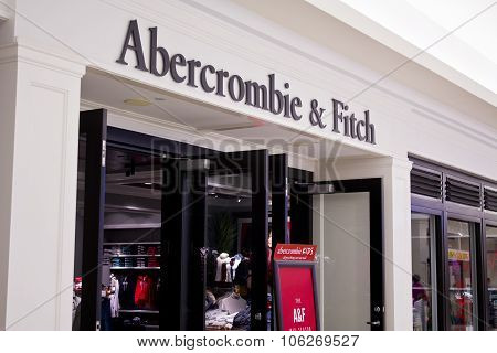 Indianapolis - Circa October 2015: Abercrombie & Fitch Clothing Store In Indianapolis I