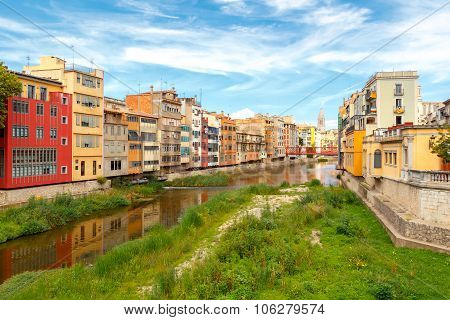 Girona. Multi-colored facades of houses on the river Onyar.