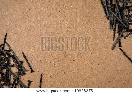 Screws on the diagonal of plate