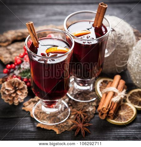 Mulled wine with cinnamon sticks and orange