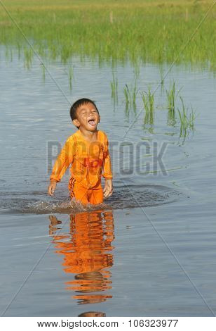 Asian Chlidren, Water, Little Boy, Danger