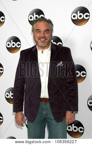 LOS ANGELES - JAN 14:  W. Earl Brown at the ABC TCA Winter 2015 at a The Langham Huntington Hotel on January 14, 2015 in Pasadena, CA