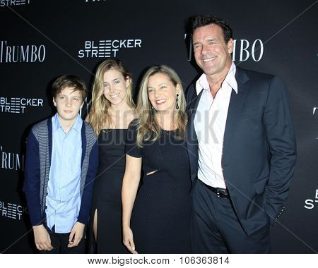 LOS ANGELES - OCT 27:  Nanci Chambers, David James Elliott, Stephanie Smith, Wyatt Smith at the