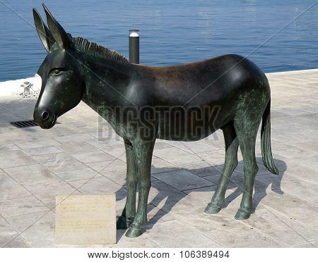 Donkey statue in Croatia