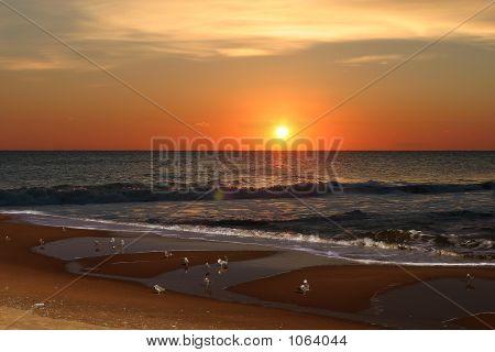 Nascer do sol na praia de Bethany
