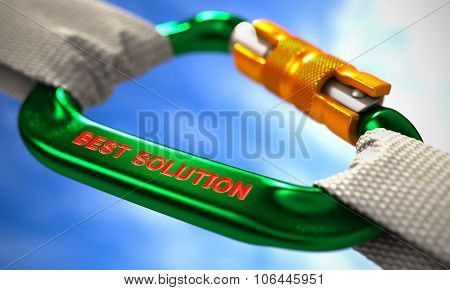 Best Solution on Green Carabiner between White Ropes.