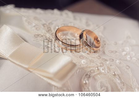 Wedding cushion with rings
