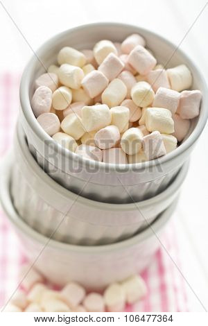 mini marshmallows in white bowl