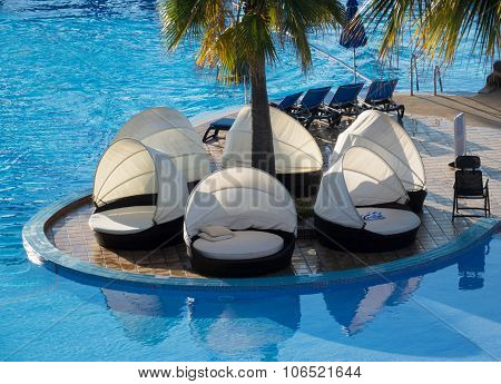 Round Relaxing Beds By Swimming Pool