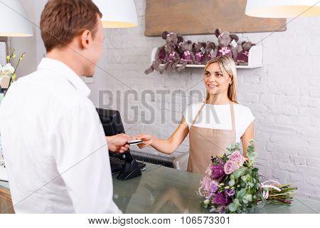 Pleasant florist serving client