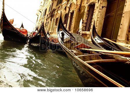 Foto de una góndola de Venecia tradicional