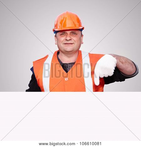 Mature Contractor And Advertising