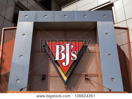 Bj's Restaurant Brewhouse Exterior And Sign