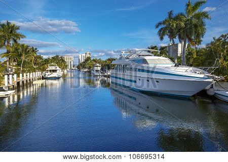Luxurious yacht and waterfront homes in Fort Lauderdale