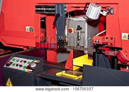 Industrial band saw cutting tool metal processing machine