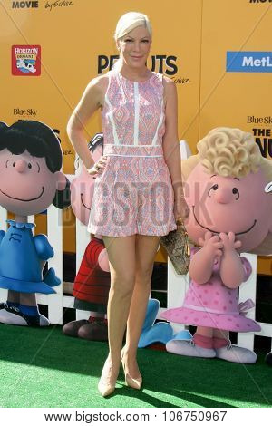 LOS ANGELES - NOV 1:  Tori Spelling at the