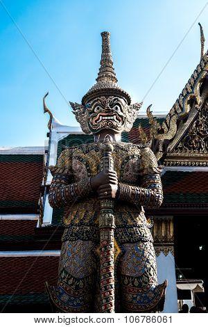 Giant guard at Wat Pha Keaw