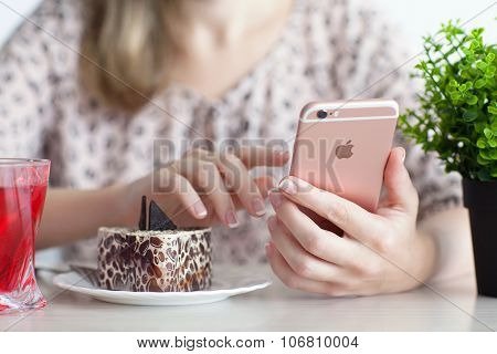 Woman Holding In Hand Iphone 6S Rose Gold In Cafe