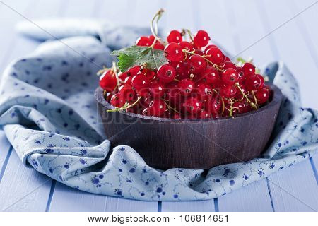 Ripe Red Currant In Wooden Bowl