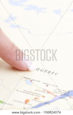 hand who pointing Quebec on a MAP