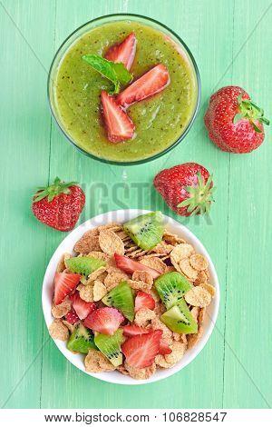 Cornflakes With Fresh Fruit And Kiwi Smoothie