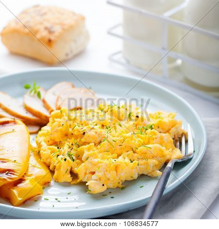 Scrambled eggs, omelet, sweet pepper and hot smocked chicken, ham.