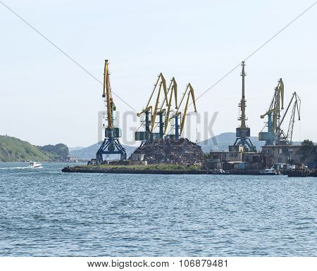 cranes are lifted by scrap metal on Pacific ocean