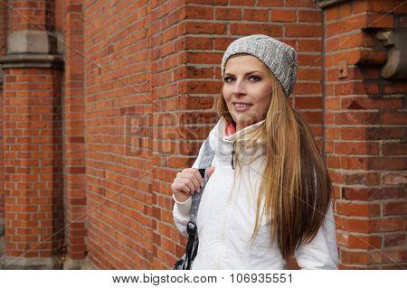 woman wearing woolen hat