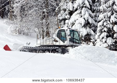 FLACHAU AUSTRIA - JAN 7: Snow groomer on the ski piste in the ski resort town of Flachau Austria on Jan 7 2012. These pistes are part of the Ski Armad network the largest of Europe.