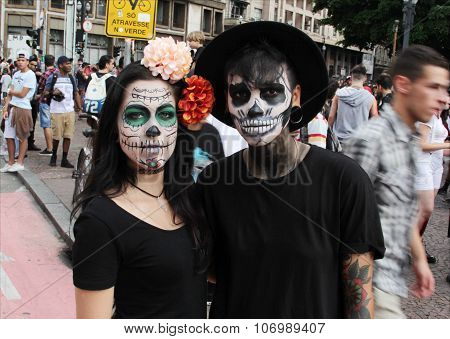 Couple Of Skulls In Zombie Walk Sao Paulo