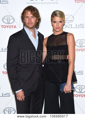LOS ANGELES - OCT 24:  Eric Christian Olsen & Sarah Wright arrives to the 25th Annual Environmental Media Awards on October 24, 2015 in Hollywood, CA.