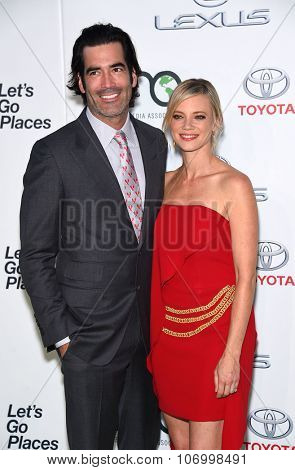 LOS ANGELES - OCT 24:  Amy Smart & Carter Oosterhouse arrives to the 25th Annual Environmental Media Awards on October 24, 2015 in Hollywood, CA.