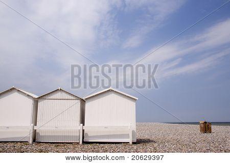 Cabañas de playa en Flintstone a lo largo de la costa