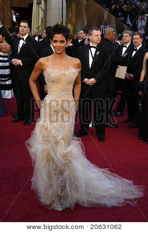 LOS ANGELES - FEB 27:  Halle Berry arrives at the 83rd Annual Academy Awards - Oscars at the Kodak Theater on February 27, 2011 in Los Angeles, CA.