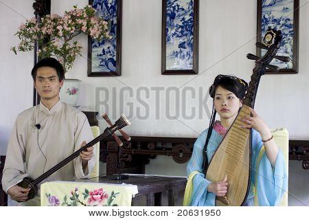 Musicians playing pipa