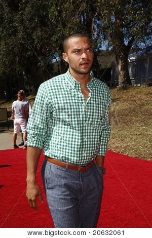 LOS ANGELES - OCT 10:  Jesse Williams arriving at the Veuve Cliquot Polo Classic Los Angeles at Will Rogers Park, Los Angeles, California on October 10,  2010.