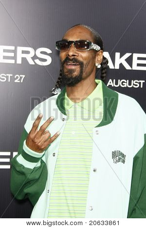 LOS ANGELES - AUG 4:  Snoop Dogg arriving at the premiere of Screen Gems' 'Takers' at the Arclight Cinerama Dome in Los Angeles on August 4, 2010.