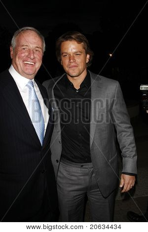 LOS ANGELES - 22 de MAR: Jerry Weintraub, Matt Damon chegamos a HBO de Los Angeles Premiere de ' seu Wa