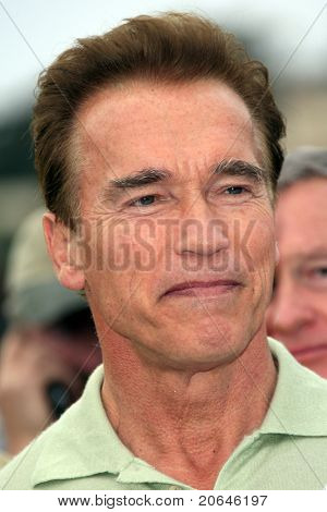 MALIBU - NOV 25: Governor Arnold Schwarzenegger arrives at a fire inspection in Malibu, CA on November 25, 2007.