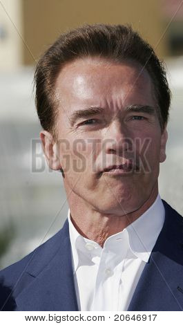LOS ANGELES - JAN 13: Arnold Schwarzenegger makes a funny face before signing a bill which will speed up construction of a carpool lane on the 405 freeway in Los Angeles, CA on January 13, 2006.