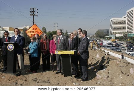 LOS ANGELES - JAN 13: Arnold Schwarzenegger before signing a bill which will speed up construction of a carpool lane on the 405 freeway at a construction site in Los Angeles, CA on January 13, 2006.