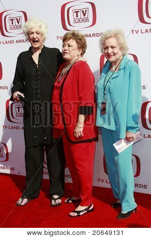 SANTA MONICA - JUNE 8:  Bea Arthur, Rue McClanaghan and Betty White at the 6th annual TV Land Awards held at the Barker Hanger in Santa Monica, California on June 8, 2008.