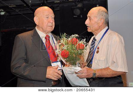 Cosmonaut Alexey Leonov and townsman Beer-Sheva inventor Edward Sudakovsky at festival LIMUD Israel