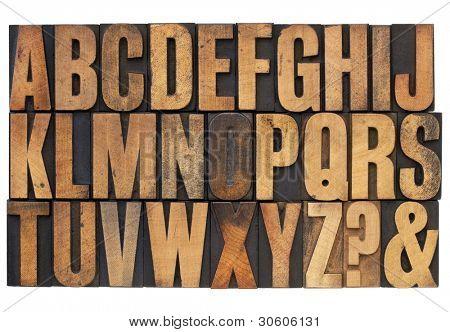 26 letras del alfabeto inglés, signo de interrogación y ampersand - antiguos impresión de tipografía tipo madera