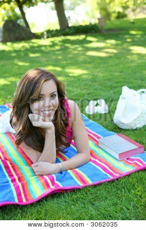 Adolescente lindo en el Parque