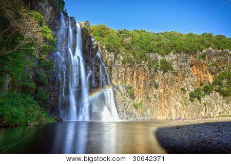 Scenic view of Niagara waterfall with river in foreground, Reunion Island.