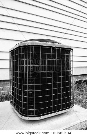 Air Conditioner Cooling Pump Unit Outside Building