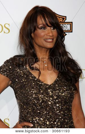 "LOS ANGELES - 14 de fevereiro: Beverly Johnson chega na ""Lei do Valor"" LA estréia no Regal 14 a"