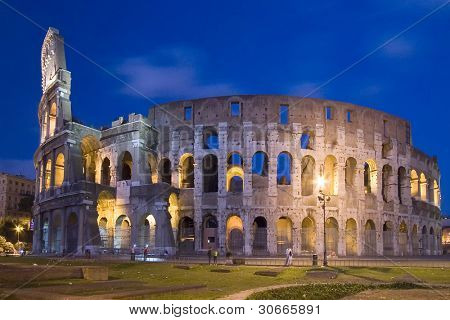 night scene from colosseum at roma, italy