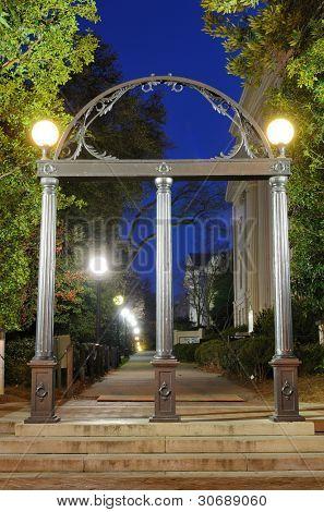 Der Bogen ist der offizielle Eingang an der University of Georgia in Athens, Georgia.